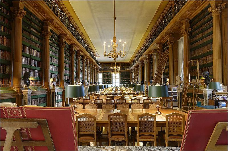 La plus ancienne bibliothèque publique de France est localisée à Paris. Quel est son nom ?