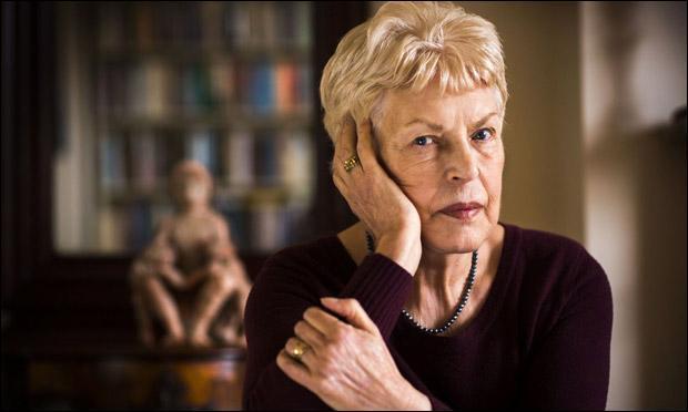 Quelle romancière anglaise contemporaine, auteur de polars psychologiques, a écrit  Les corbeaux entre eux  en 1985 ?
