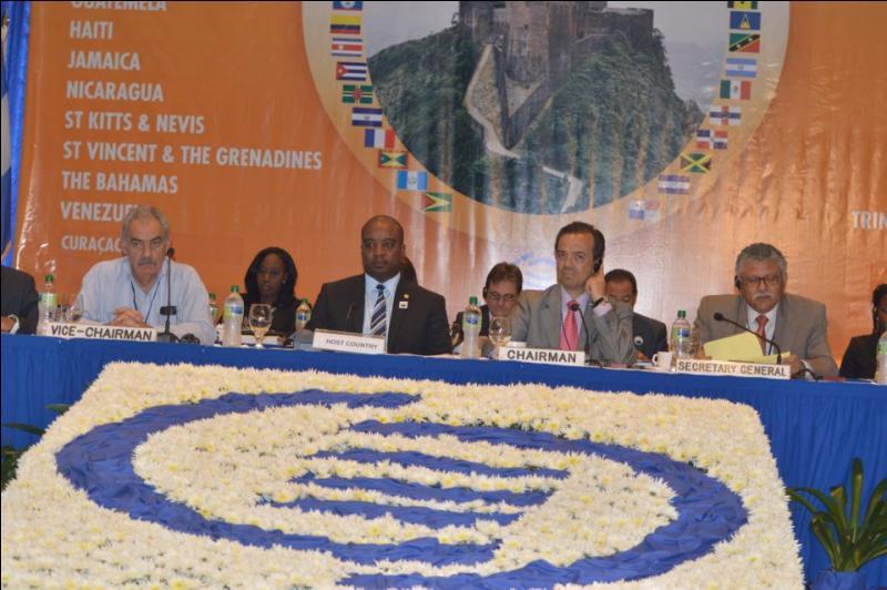 Quelle organisation internationale regroupe t-elle les différents états et territoires caribéens ?
