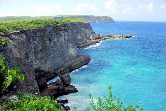 Lequel de ces territoires ultramarins français ne fait-il pas partie des Caraïbes ?