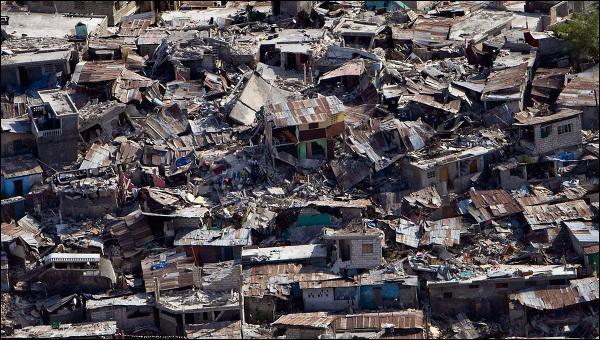 Quel pays des Caraïbes a t-il été dévasté en 2010 par deux grands séismes et une cinquantaine de répliques ?