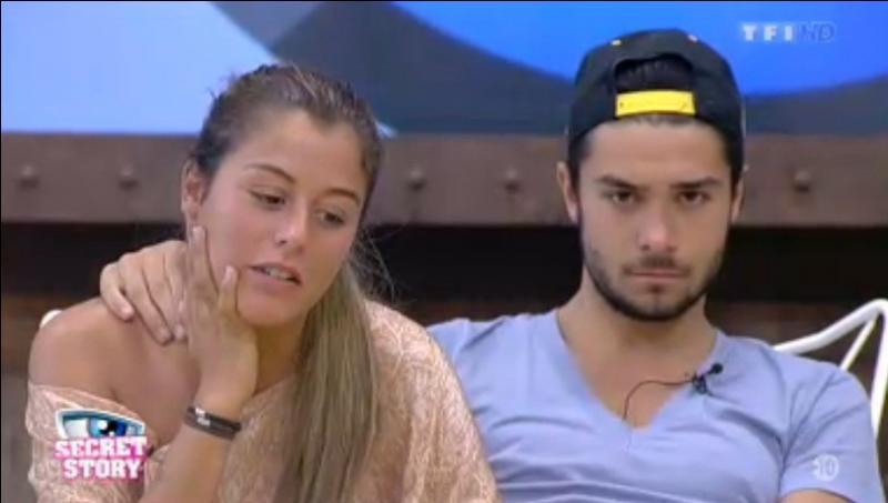 Julien ne voulant pas plus blesser Anaïs lui révèle sa mission secrète avec Florine.