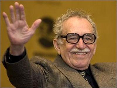 Quel écrivain colombien, auteur de  Cent ans de solitude', a publié en 1974  Des yeux de chien bleu  ?