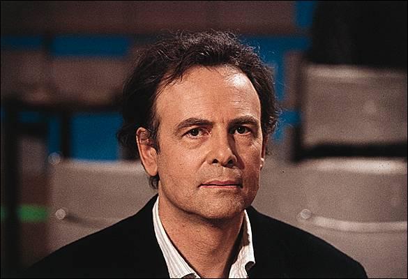 Prix Goncourt en 1978 pour son livre  Rue des boutiques obscures , on lui doit   Chien de printemps  paru en 1993. Qui est-ce ?