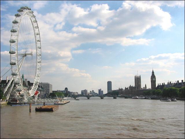Vous faites une escale à Londres en ancrant votre bateau dans le port de la capitale du Royaume-Uni. Sur quel fleuve naviguez-vous pour arriver à ce port ?