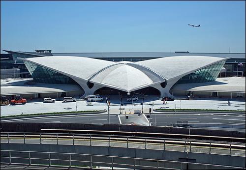 Vous atterrissez à l'aéroport international John F. Kennedy. Dans quel arrondissement de NYC se situe cet aéroport ?