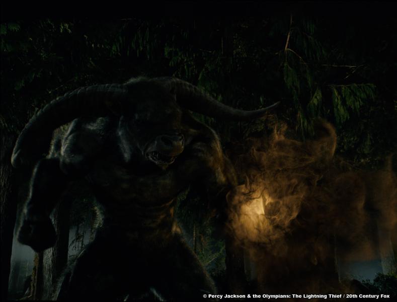 Avant de passer la barrière du Camp, Percy, sa mère et Grover on été attaqués par un Minotaure. Celui-ci s'est emparé de la mère de Percy mais l'a-t-il définitivement tué ?