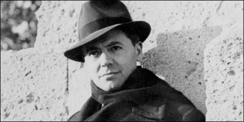 Quand Jean Moulin réussit-il à unifier les trois mouvements de résistance en un seul, se nommant le MUR (Mouvements Unis de la Résistance) ?