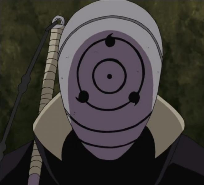 Il va ensuite engager un combat contre l'homme masqué avec l'aide de :