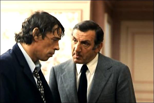 Après s'être essayé à la réalisation en 1972, et avoir joué la même année dans  L'Aventure c'est l'aventure , de Claude Lelouch, Jacques Brel joue aux côtés de Lino Ventura dans  L'Emmerdeur , un film de :