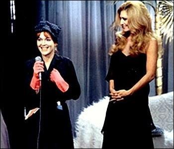 C'est en 1977 que Nina Companeez propose à Dalida de jouer sa propre histoire, dans un film relatant les aventures de deux provinciales qui rêvent de travailler à Paris dans le show-biz. Comment s'appelle ce film ?