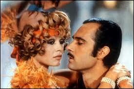 Dans le film  Boulevard du rhum  de Robert Enrico, sorti en 1971, Guy Marchand joue le rôle d'un jeune acteur, amant de l'héroïne, interprétée par :