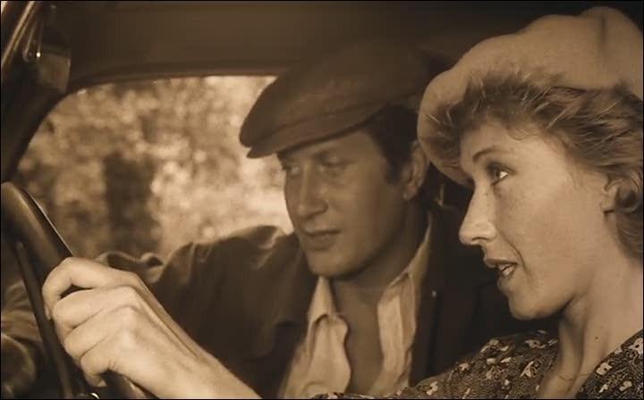 Après son premier rôle dans  Antoine et Sébastien  de Jean-Marie Périer, Jacques Dutronc enchaîne les succès, et on le retrouve en 1976 aux côtés de Marlène Jobert et Bruno Crémer, dans un film de Claude Lelouch intitulé :