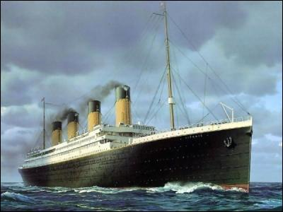 Quel paquebot transatlantique, construit à Saint-Nazaire, a été mis à l'eau en 1960 ? (la photo est celle du Titanic)