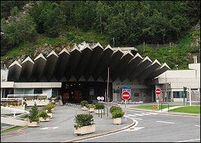 En quelle année l'inauguration du tunnel du Mont-Blanc a-t-elle eu lieu ?