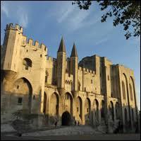 Quel fut le premier pape à siéger à Avignon ?