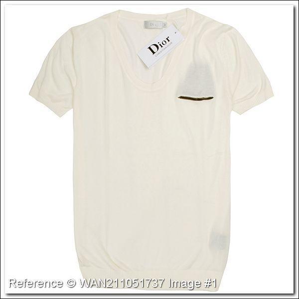Pour finir, de quelle couleur est cet autre t-shirt ?