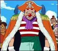 Ce pirate faisait partie de l'équipage du Roi des pirates avec Shanks. On le surnomme  le clown  et sa tête est mise à prix pour 15 000 000 berrys. Qui est-ce ?