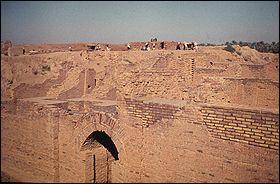 Dans quel pays est situé l'ancienne ville de Babylone ?