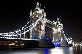 Le Tower Bridge a été construit en :