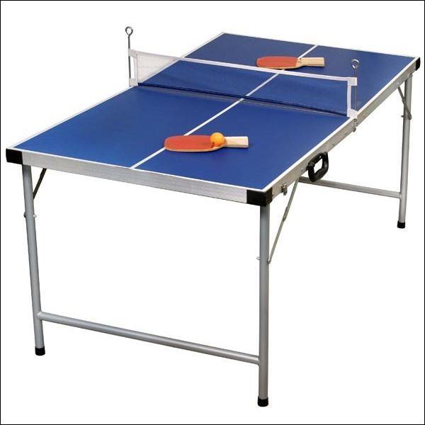 Comment appelle-t-on une balle qu'on lance et qui atterrit sur le bord de la table (du côté de la table de l'adversaire) ?