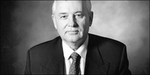 Que lance Mikhaïl Gorbatchev en 1986 ?