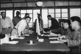 Finalement, en juin 1951, la ligne de front se stabilise aux environs de la ligne de démarcation d'origine. La Corée du Nord et ses alliés acceptent la proposition de l'ONU d'une conférence afin d'arrêter les hostilités. Un armistice est signé le :