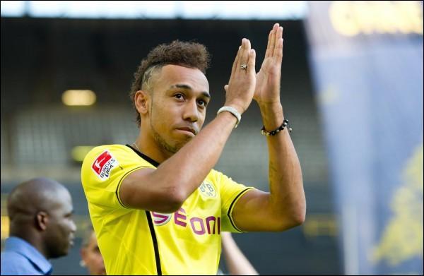 Pour son premier match sous ses nouvelles couleurs, au Borussia Dortmund, Pierre-Emerick Aubameyang, ancien stéphanois, a vécu un match mémorable. Que lui est-il arrivé de particulier ?