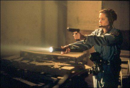 Avec une arme à la main, mais c'est dans quel film ?