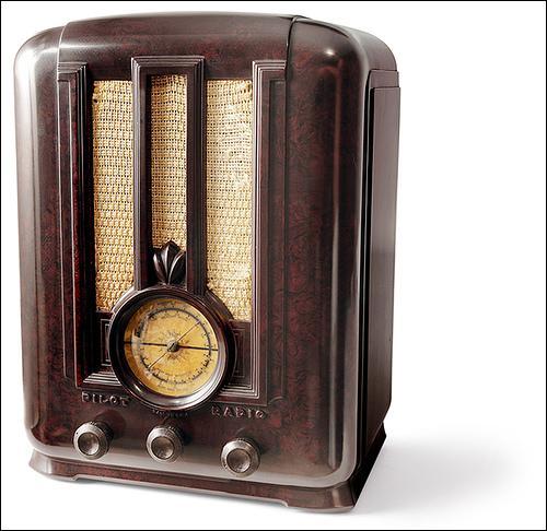 Durant l'entre-deux-guerres, la radiodiffusion se développe et devient un média extrêmement influant. En 1936, quel pourcentage des foyers français possède t-il un poste de radiodiffusion ?