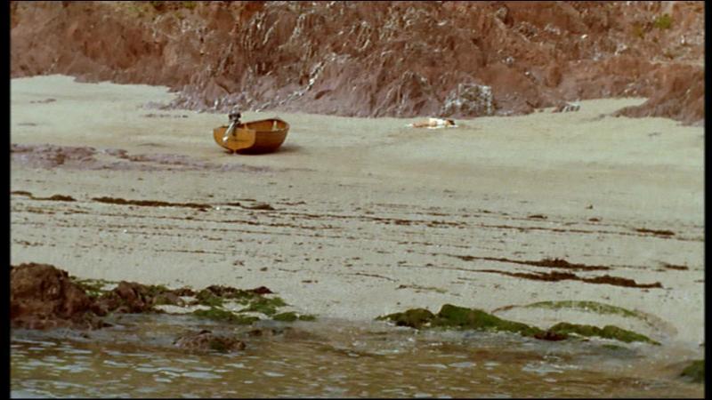 À qui appartient la pipe retrouvée sur la plage ?
