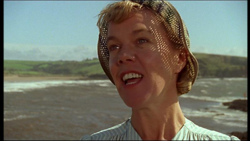 Qu'est-ce que Patrick Redfern propose à Miss Brewster ?