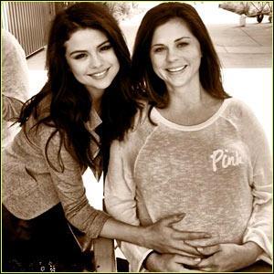 Comment s'appelle la mère de Selena ?