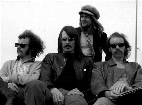 A quel groupe de rock progressif anglais des années 70 doit-on la chanson intitulée  Thank you Pierrot lunaire  ?