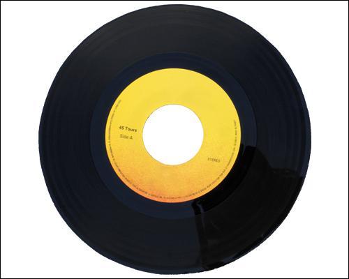 Qui nous chante  Où est-il l'ami Pierrot , sur un 45 tours sorti en 1969, où figure aussi un de ses succès,  L'hôtesse de l'air  ?