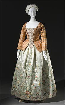 Qu'était le pierrot, nom donné à une pièce de vêtement féminin au 18ème siècle ?