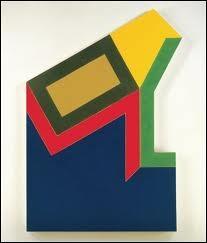 Peintre américain né en 1936, précurseur du minimalisme. Il a systématisé l'emploi des «shaped canvases » ( toiles découpées  ou   toiles mises en forme ), dont le contour coïncide avec la limite extérieure de l'image.