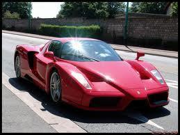 De quelle marque est la voiture  Enzo  ?