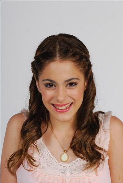 Dans un épisode Violetta se rend à une fausse fête costumée. Qui lui a envoyé l'invitation ?