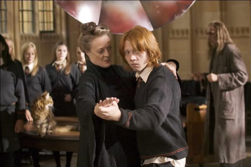 Qu'est-ce qui est différent entre le film et le livre concernant le cours de danse de McGonagall ?