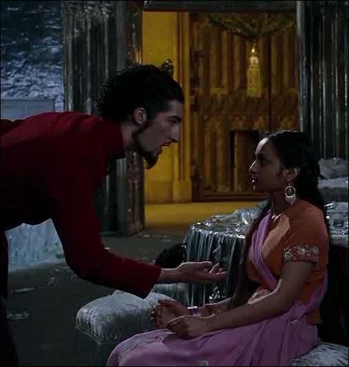 Dans le film, lors du bal, Parvati se fait inviter par un élève de Durmstrang. Dans le livre ...