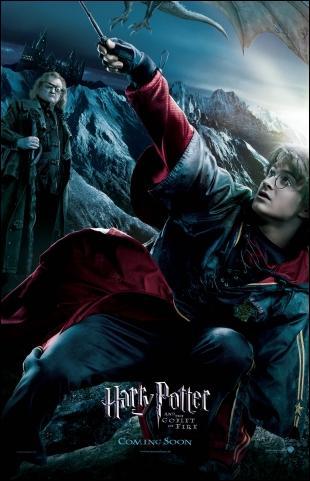 Qui attend Harry dans le bureau de Dumbledore à la fin de la tragédie du labyrinthe dans le livre ?