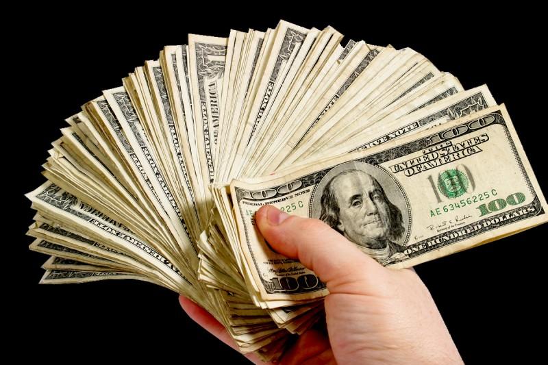 Le salaire annuel de Steve Jobs en tant que PDG d'Apple est de :