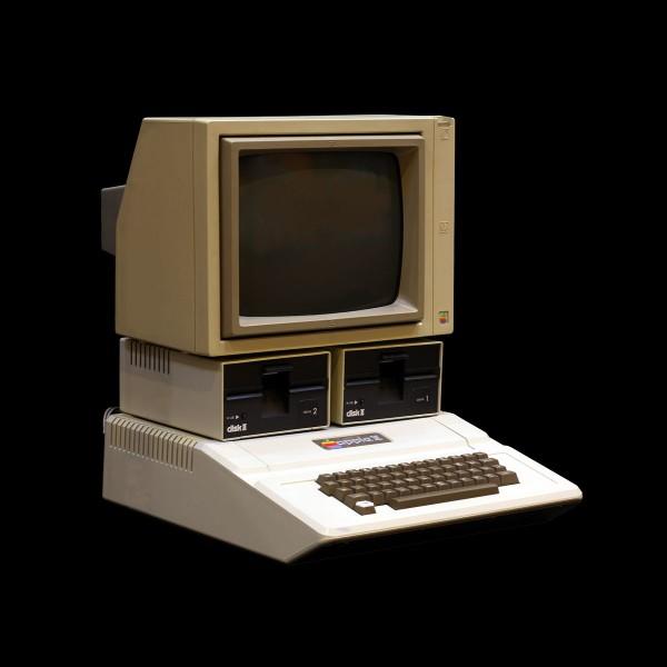 Le premier ordinateur Apple vendu s'appelait :