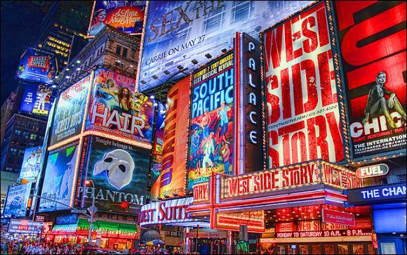 ''Quand on fait la java le samedi à Broadway / Ça swingue comme à --------- / On s'défonce on y va / Pas besoin d'beaujolais quand on a du bourbon''