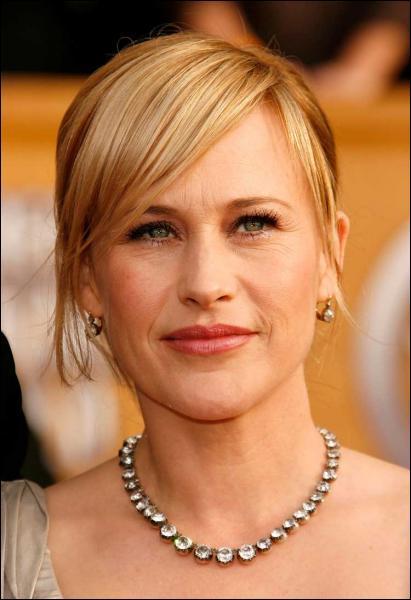 Et cette jolie blonde ?