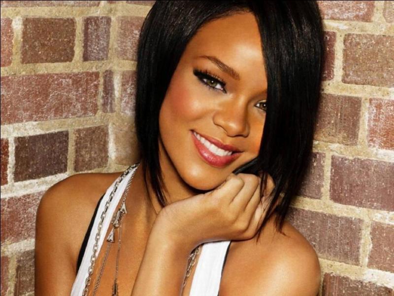 Comment appelle-t-on les fans de Rihanna ?