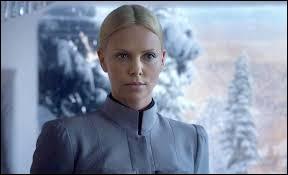 Quelle actrice joue le rôle de Meredith Vickers ?