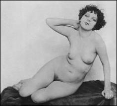 Quelle est cette chanteuse de bar, modèle et prostituée, qui fréquenta Modigliani, Foujita et Man Ray dans un quartier de Paris bien connu à l'époque pour sa vie artistique ?