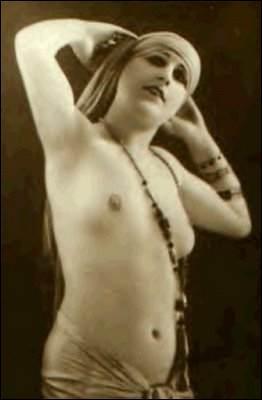 Qui est cette femme, danseuse et espionne hollandaise (1876-1917) fusillée à Vincennes après un procès pour le moins bâclé ?